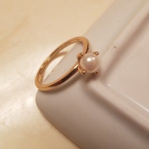 BANANA REPUBLIC delicate pearl ring